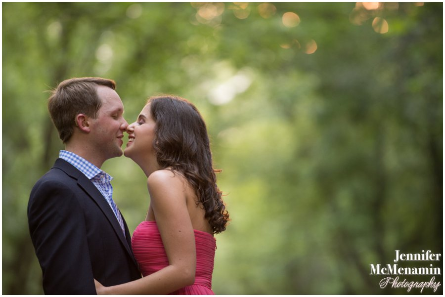 04-BlumWilliams_0119-0024_JenniferMcMenaminPhotography_sunflowers_engagement-photos_DC_Baltimore