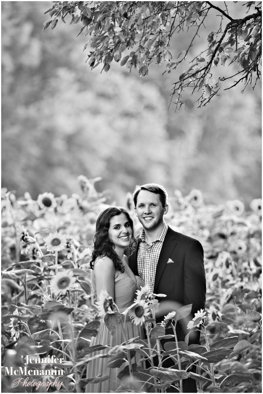 13-BlumWilliams_0311bw-0068_JenniferMcMenaminPhotography_sunflowers_engagement-photos_DC_Baltimore