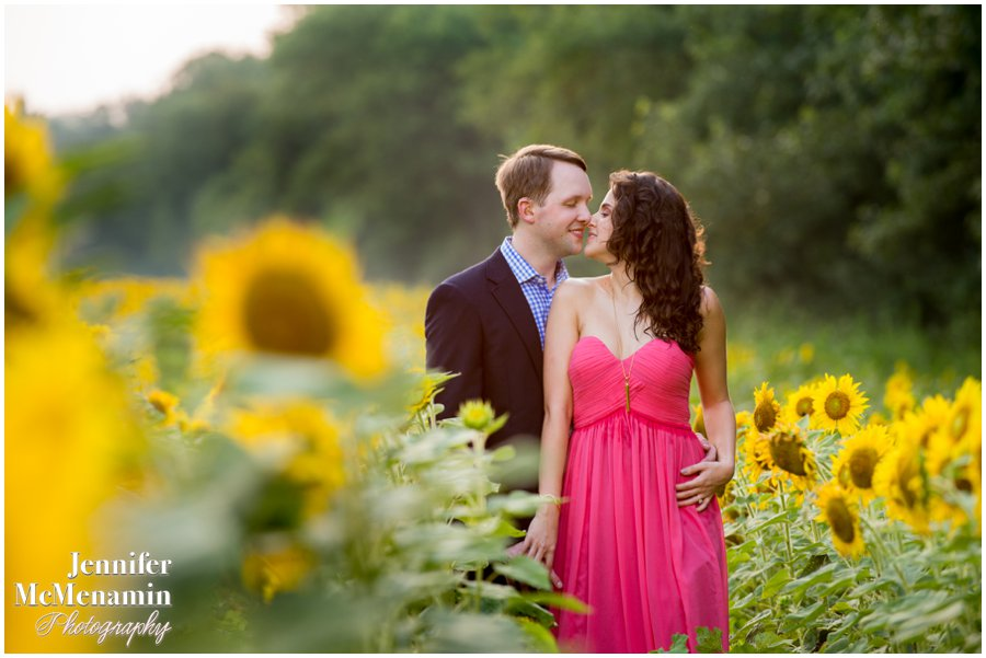 18-BlumWilliams_0489-0115_JenniferMcMenaminPhotography_sunflowers_engagement-photos_DC_Baltimore