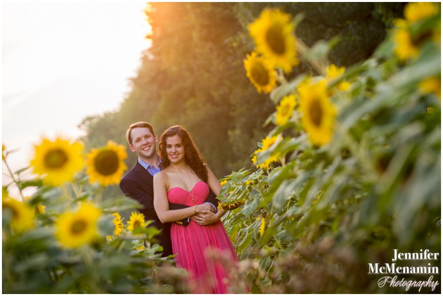 19-BlumWilliams_0498-0118_JenniferMcMenaminPhotography_sunflowers_engagement-photos_DC_Baltimore