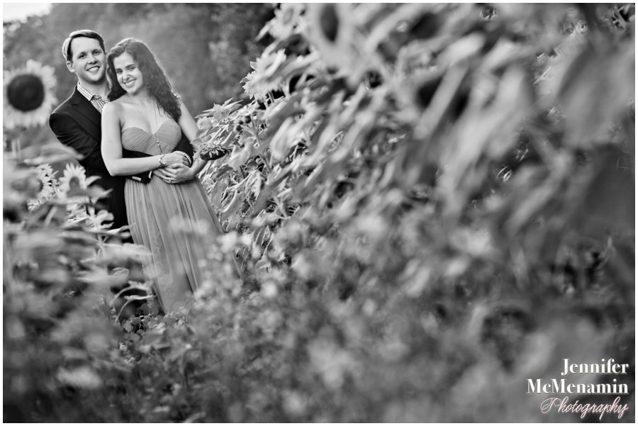 21-BlumWilliams_0503bw-0121_JenniferMcMenaminPhotography_sunflowers_engagement-photos_DC_Baltimore