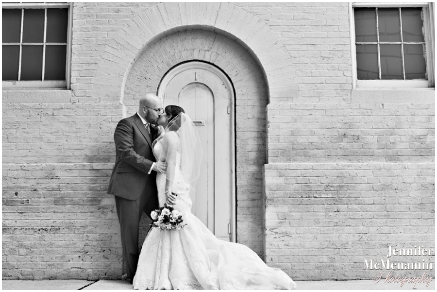 001-WeaverEisenscher_01413bw-0311_JenniferMcMenaminPhotography_GeorgePeabodyLibrary_BaltimoreWeddingPhotography