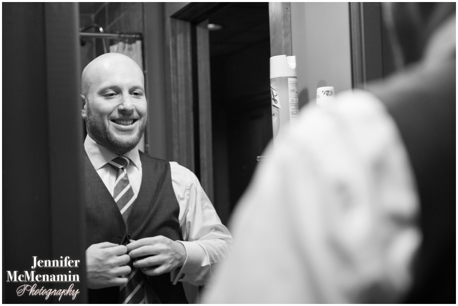 008-WeaverEisenscher_00211-0053_JenniferMcMenaminPhotography_GeorgePeabodyLibrary_BaltimoreWeddingPhotography