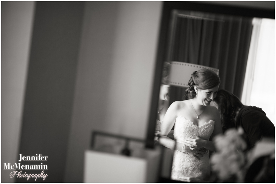 017-WeaverEisenscher_00469bw-0111_JenniferMcMenaminPhotography_GeorgePeabodyLibrary_BaltimoreWeddingPhotography