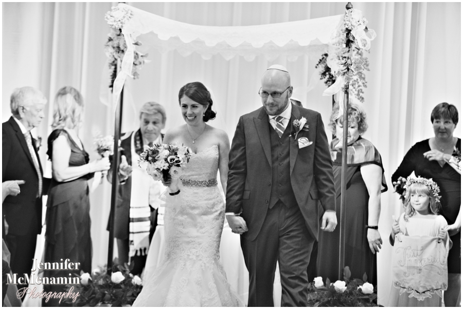 075-WeaverEisenscher_02005bw-0485_JenniferMcMenaminPhotography_GeorgePeabodyLibrary_BaltimoreWeddingPhotography