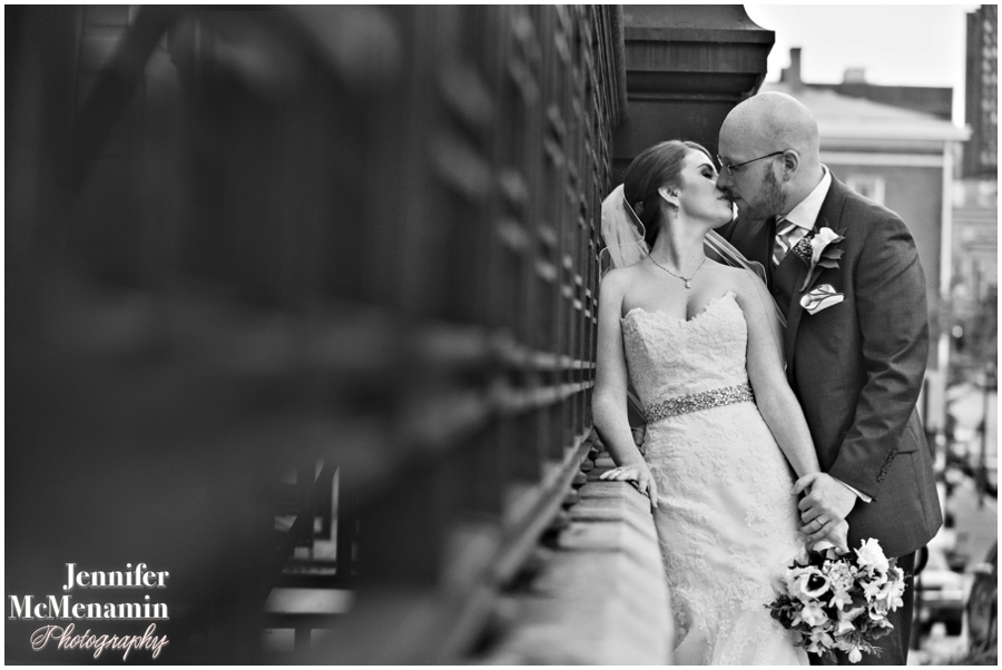 078-WeaverEisenscher_02100bw-0512_JenniferMcMenaminPhotography_GeorgePeabodyLibrary_BaltimoreWeddingPhotography