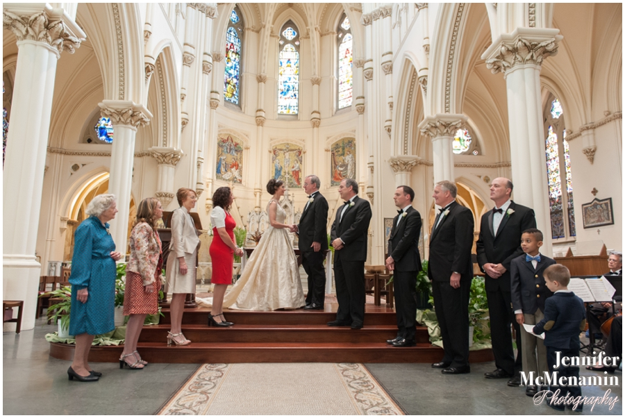016-NespoliCarlberg_00610-0141_JenniferMcMenaminPhotography_Corpus-Christi-Church_The-Johns-Hopkins-Club_Baltimore-Wedding-Photography