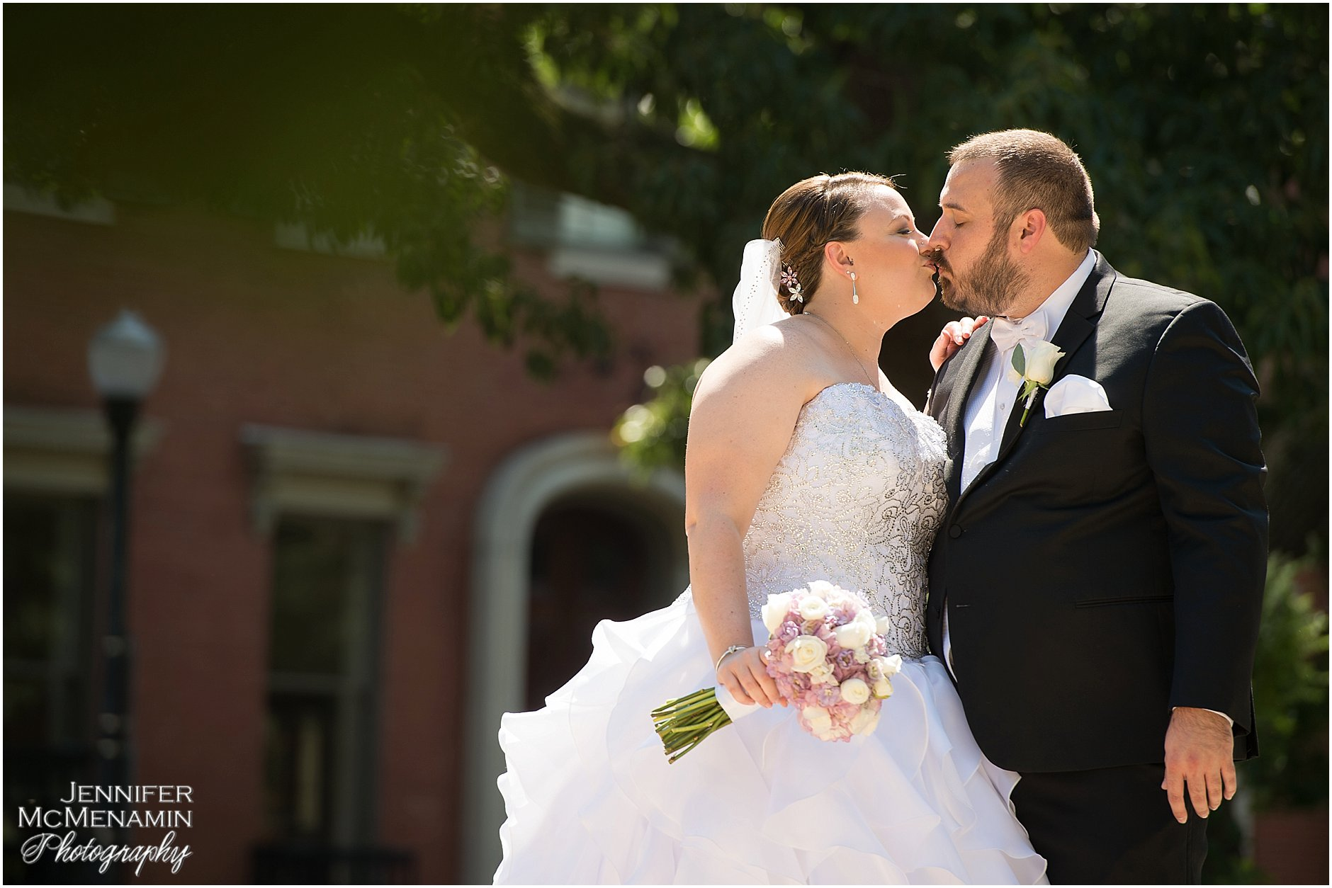001-KinzlerShaull_01090_Jennifer-McMenamin-Photography-Peabody-Library-wedding