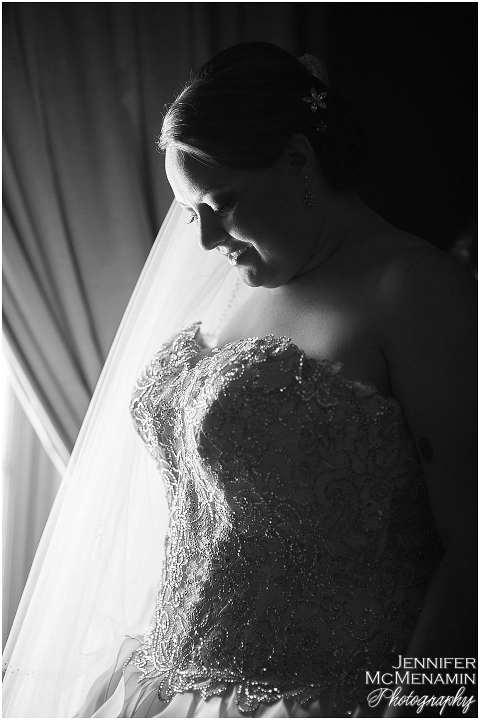 002-KinzlerShaull_00375bw_Jennifer-McMenamin-Photography-Peabody-Library-wedding
