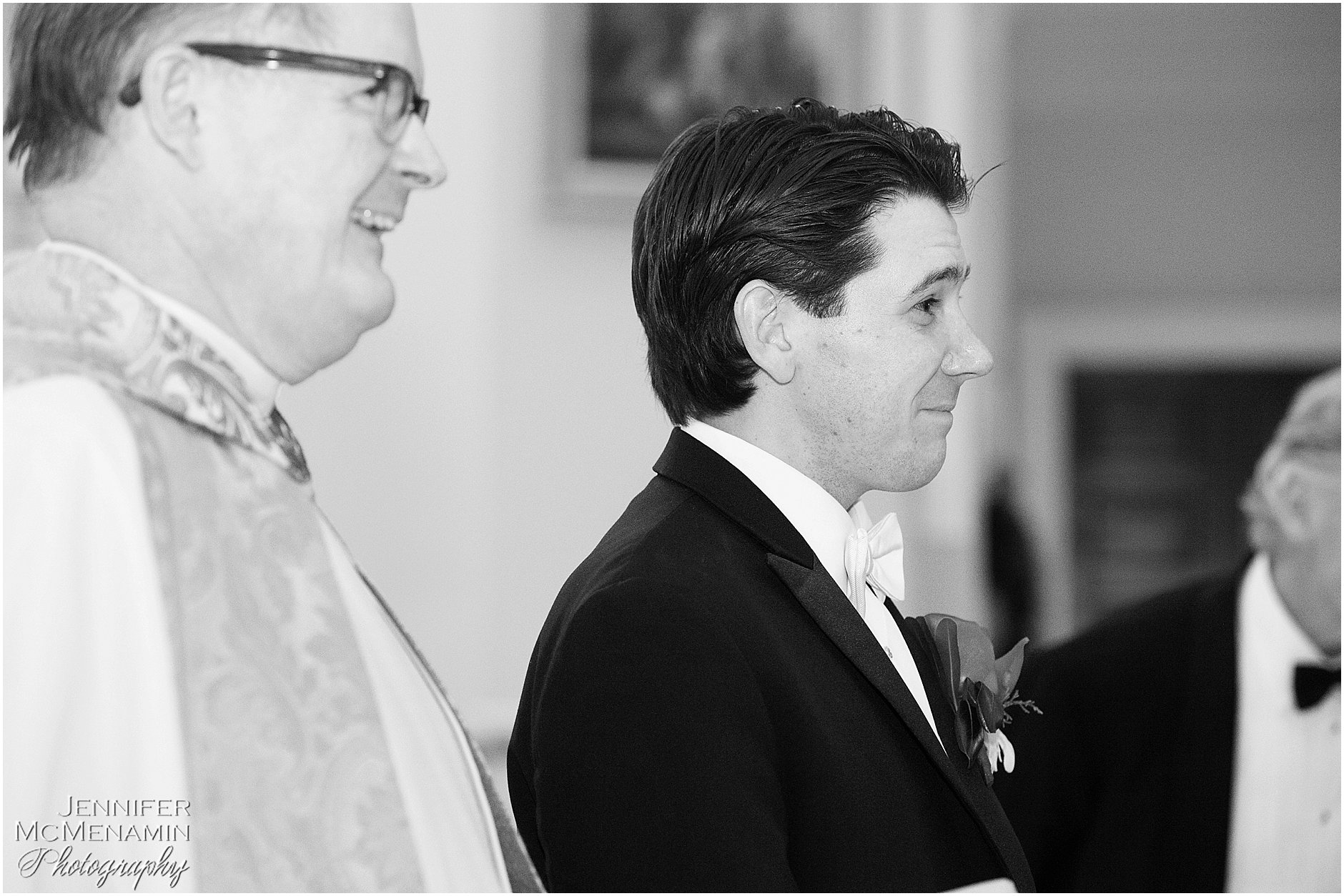 007-JohnsonBollinger_01226bw_Jennifer-McMenamin-Photography-Royal-Sonesta-Harbor-Court-wedding