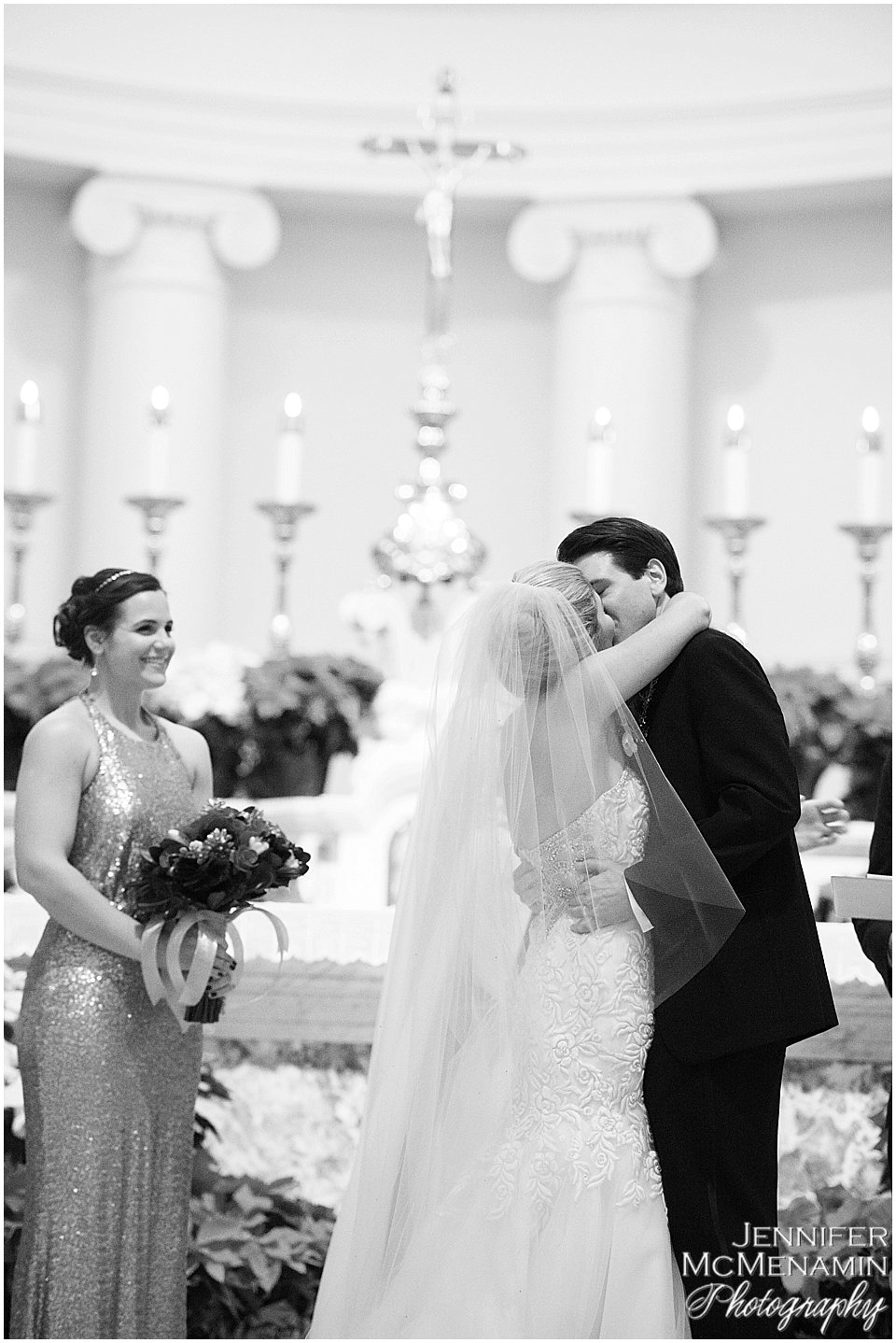 012-JohnsonBollinger_01572bw_Jennifer-McMenamin-Photography-Royal-Sonesta-Harbor-Court-wedding