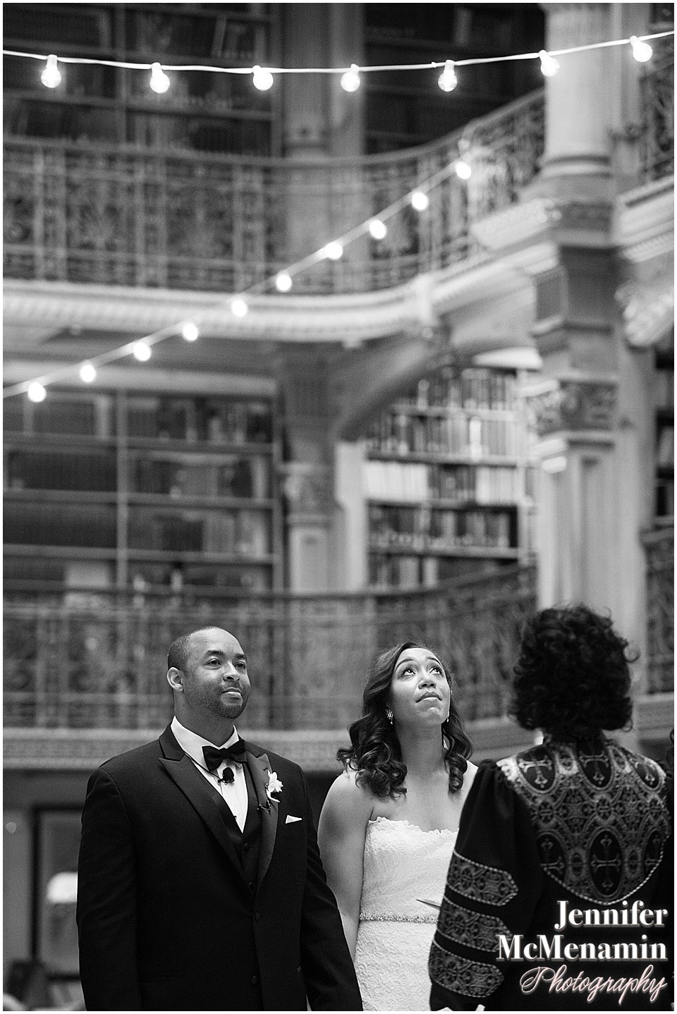 040-Peabody-Library-Wedding_WilsonPatterson_01776bw-0372_Jennifer-McMenamin-Photography
