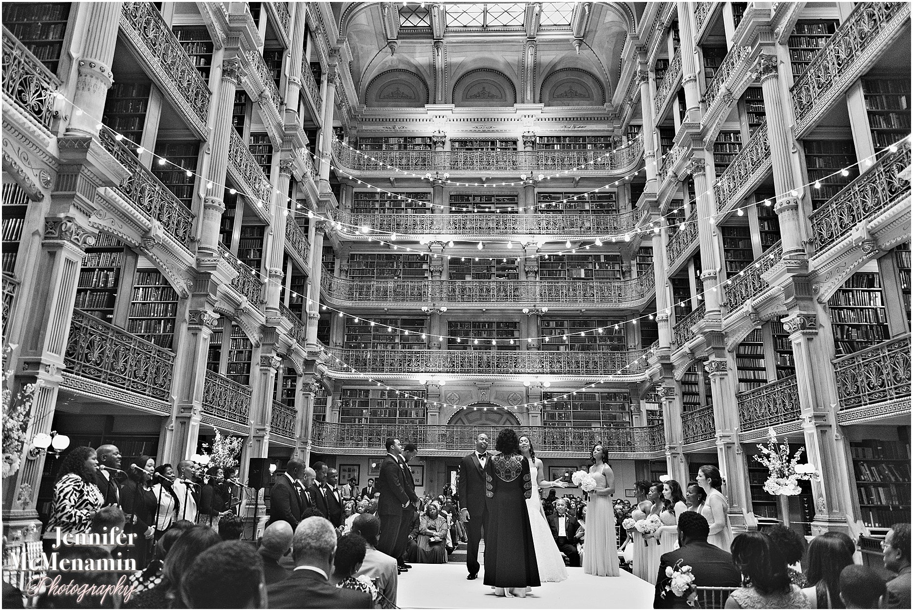 042-Peabody-Library-Wedding_WilsonPatterson_01802bw-0379_Jennifer-McMenamin-Photography