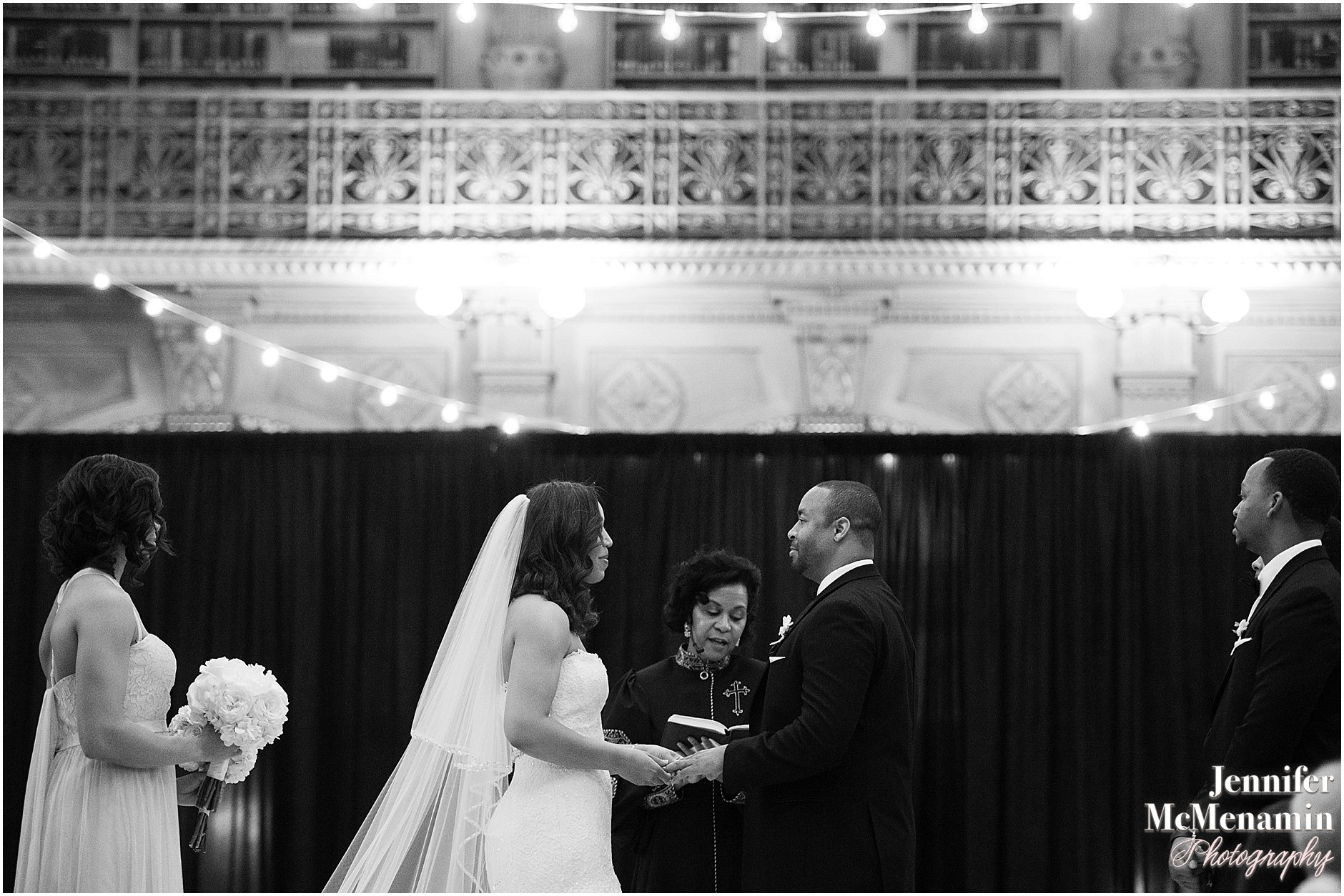 049-Peabody-Library-Wedding_WilsonPatterson_01937-0410_Jennifer-McMenamin-Photography