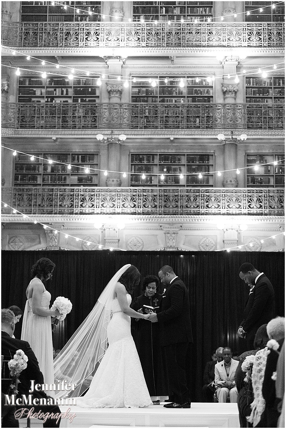 050-Peabody-Library-Wedding_WilsonPatterson_01956bw-0414_Jennifer-McMenamin-Photography