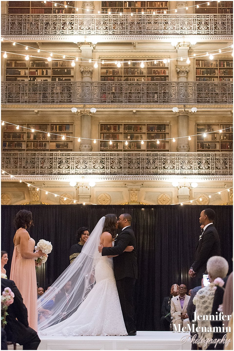 051-Peabody-Library-Wedding_WilsonPatterson_01964-0415_Jennifer-McMenamin-Photography