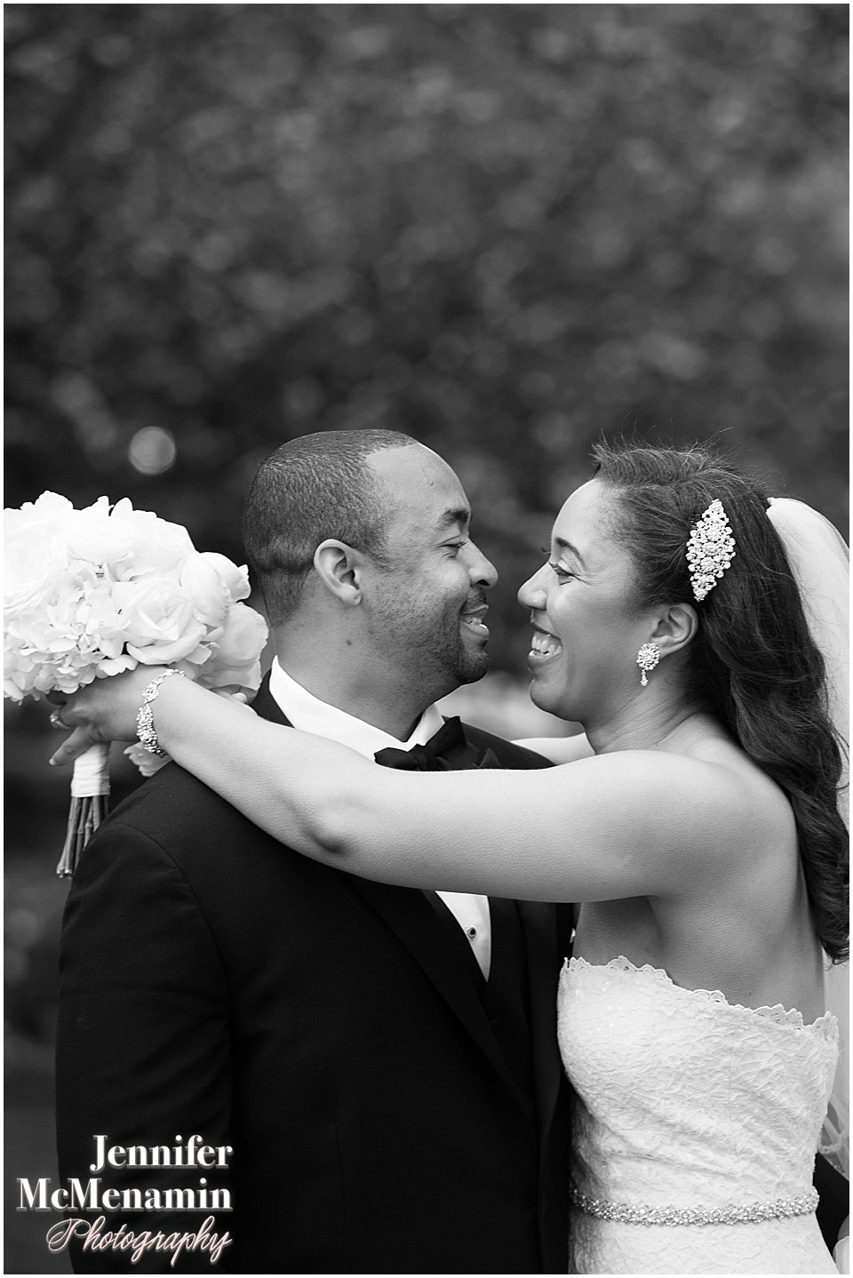 057-Peabody-Library-Wedding_WilsonPatterson_02258bw-0466_Jennifer-McMenamin-Photography