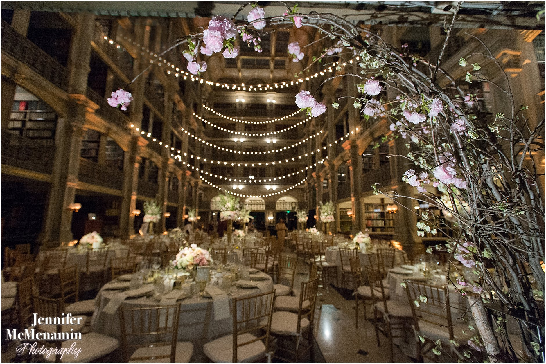066-Peabody-Library-Wedding_WilsonPatterson_02498-0522_Jennifer-McMenamin-Photography