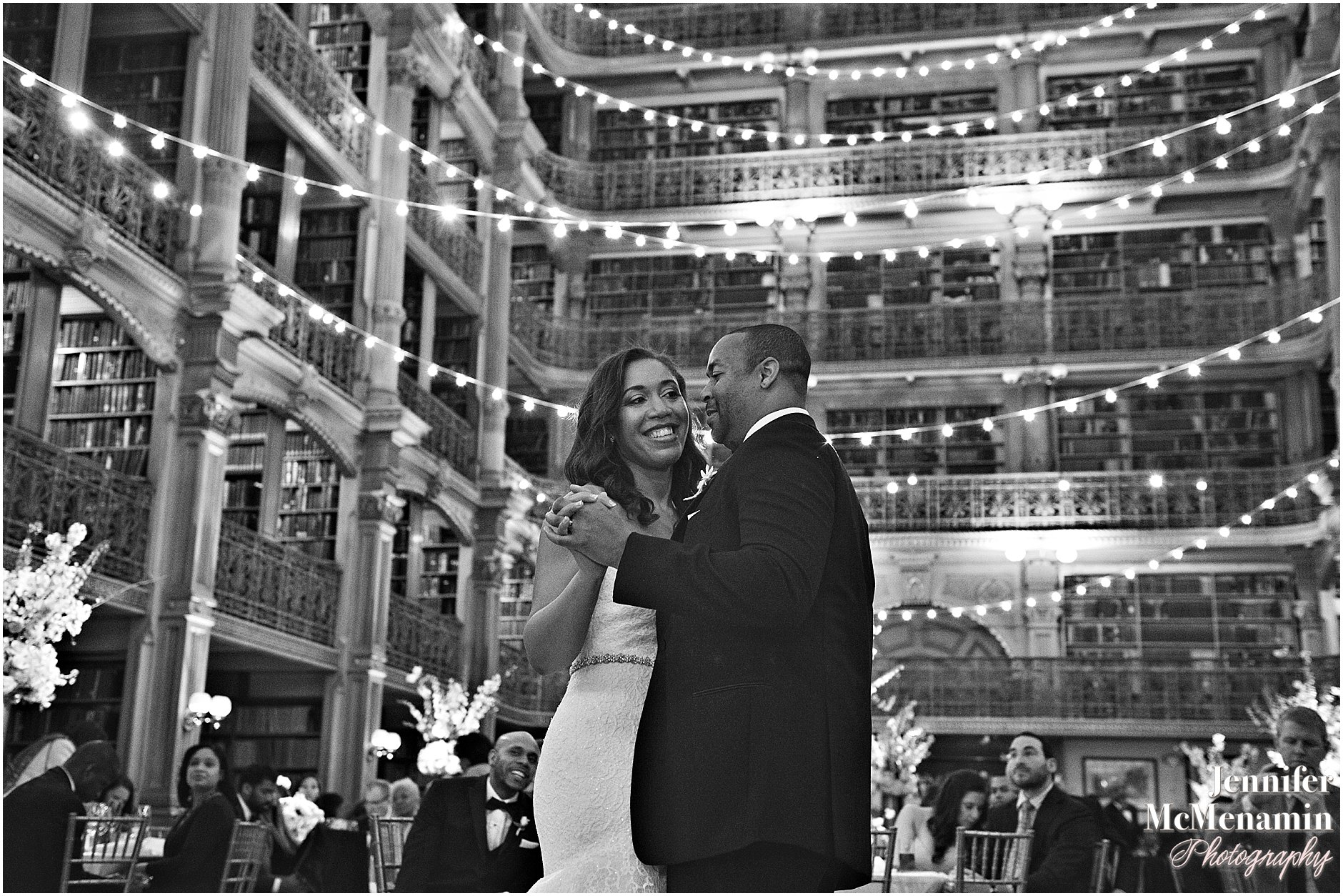 080-Peabody-Library-Wedding_WilsonPatterson_03262bw-0709_Jennifer-McMenamin-Photography