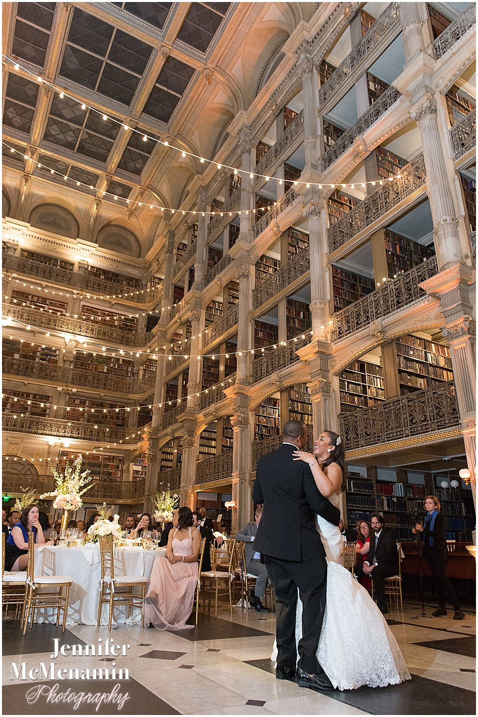 083-Peabody-Library-Wedding_WilsonPatterson_03323-0728_Jennifer-McMenamin-Photography