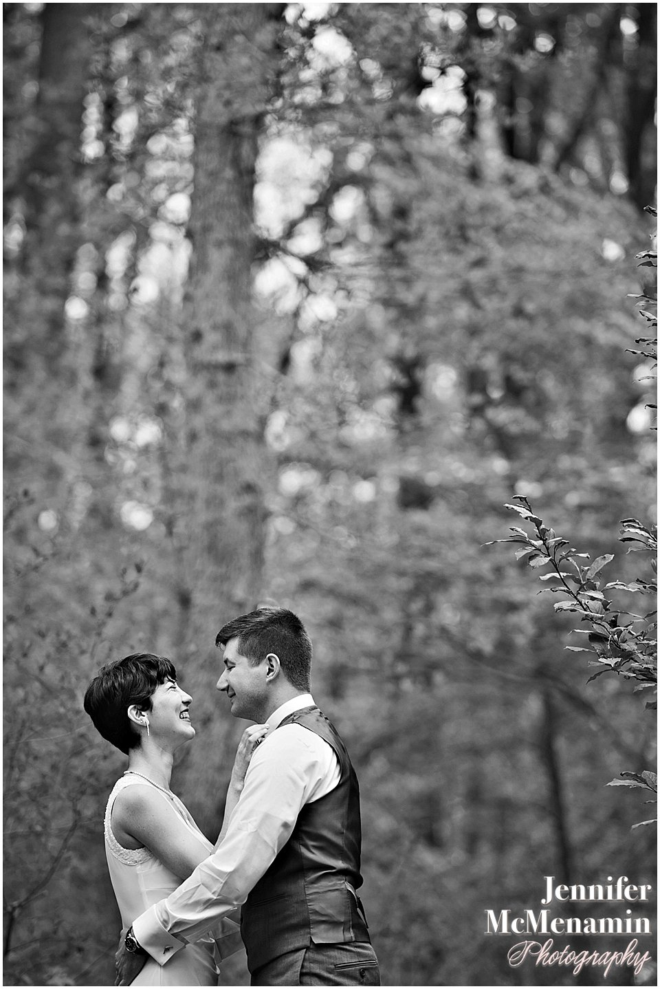 010-EastonNovikov_00273bw-0064_Jennifer-McMenamin-Photography-Irvine-Nature-Center-wedding