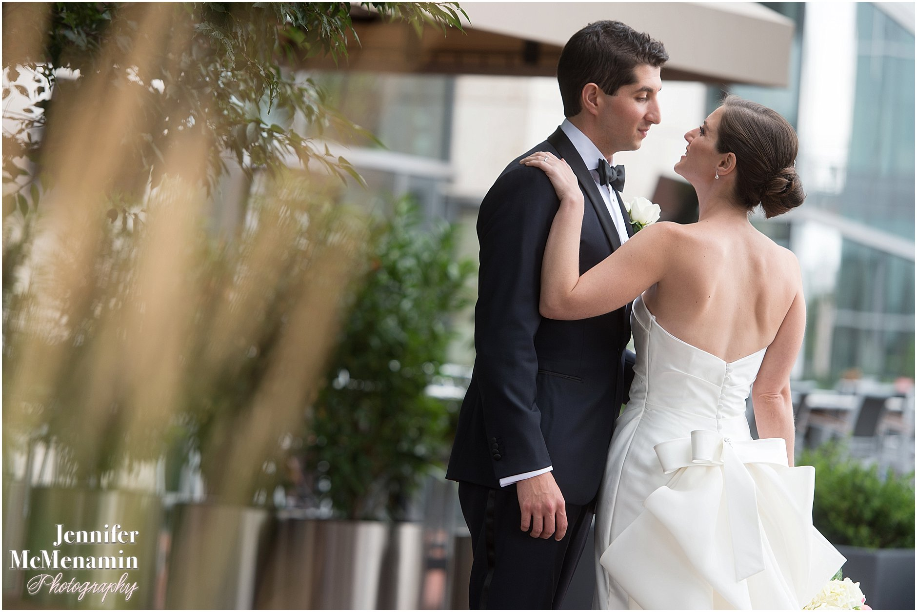 013-Jennifer-McMenamin-Photography-Baltimore-Waterfront-Marriott-wedding_0008