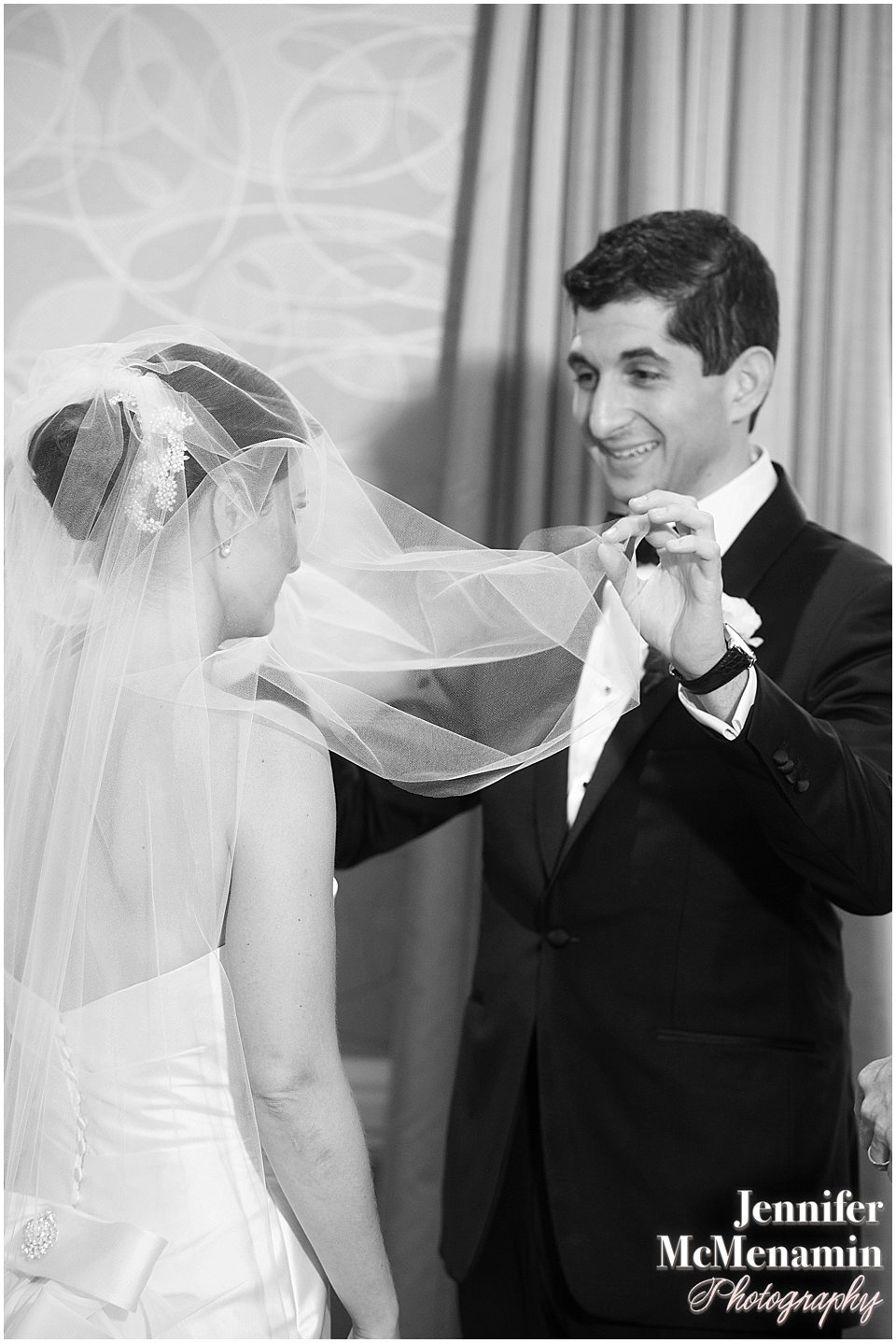 016-Jennifer-McMenamin-Photography-Baltimore-Waterfront-Marriott-wedding_0025