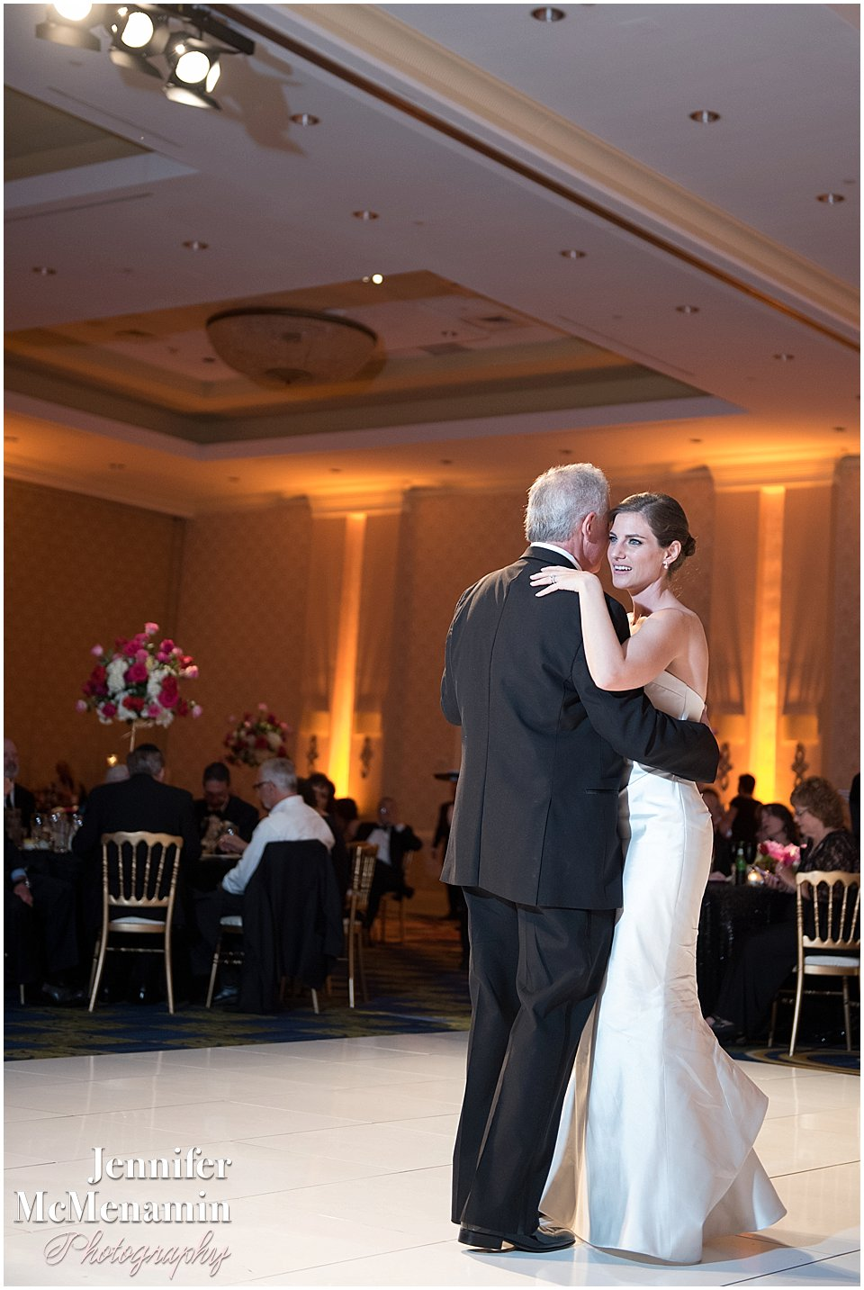 033-Jennifer-McMenamin-Photography-Baltimore-Waterfront-Marriott-wedding_0033