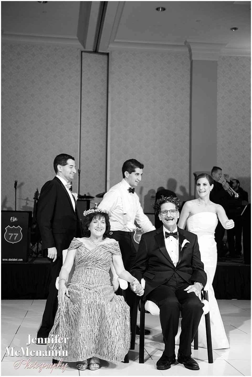 035-Jennifer-McMenamin-Photography-Baltimore-Waterfront-Marriott-wedding_0035