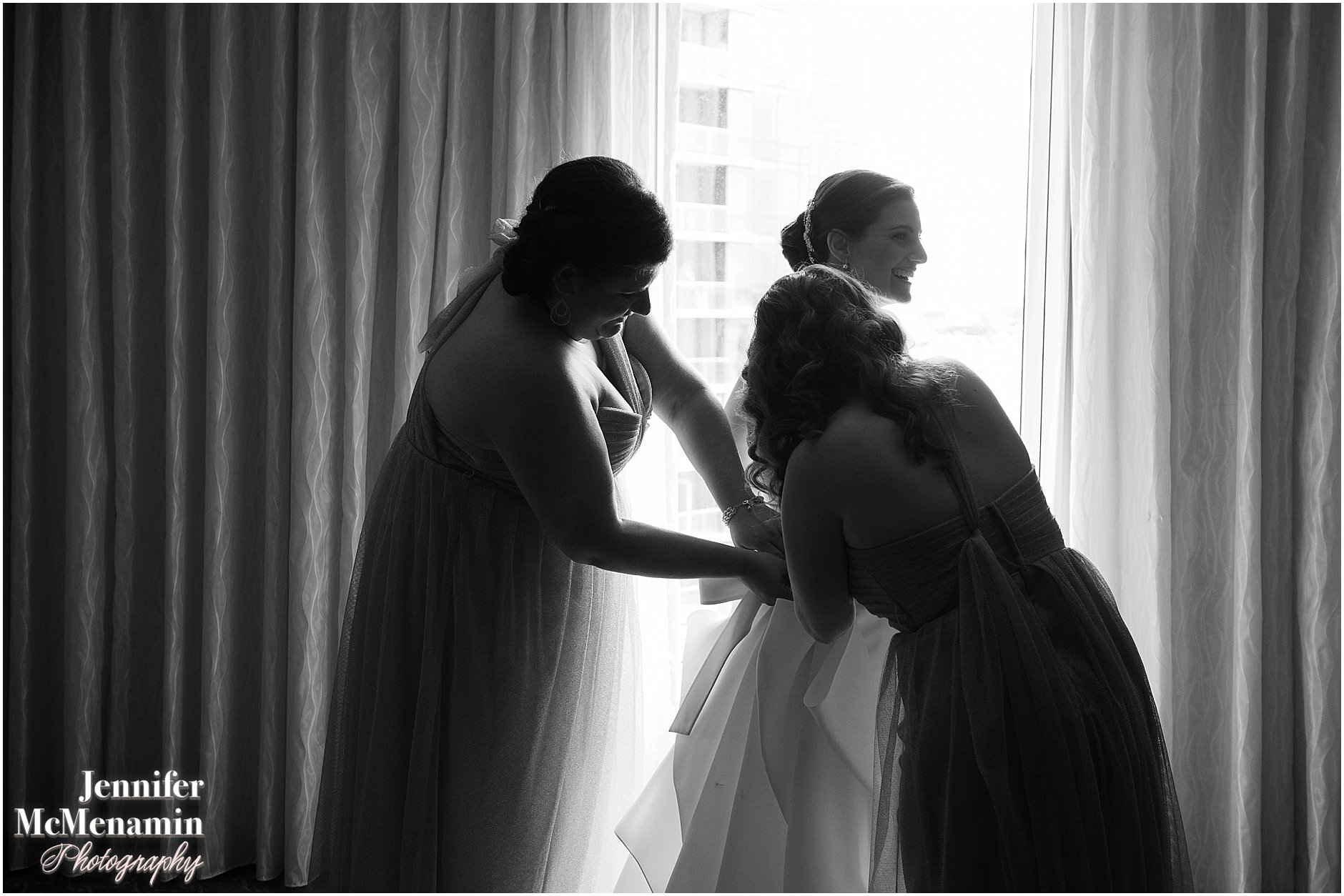 015-Jennifer-McMenamin-Photography-Baltimore-Waterfront-Marriott-wedding_0013