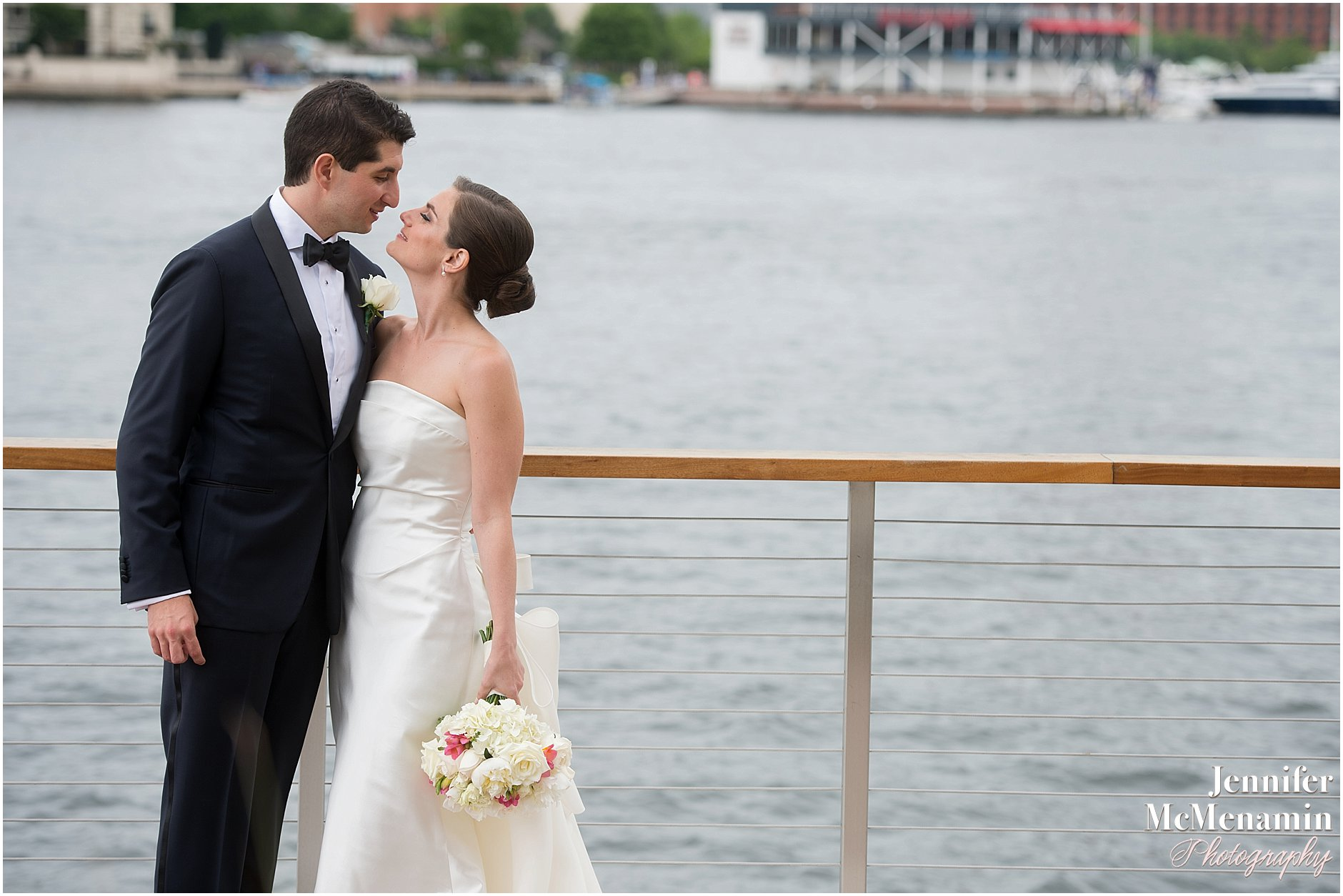 032-Jennifer-McMenamin-Photography-Baltimore-Waterfront-Marriott-wedding_0030