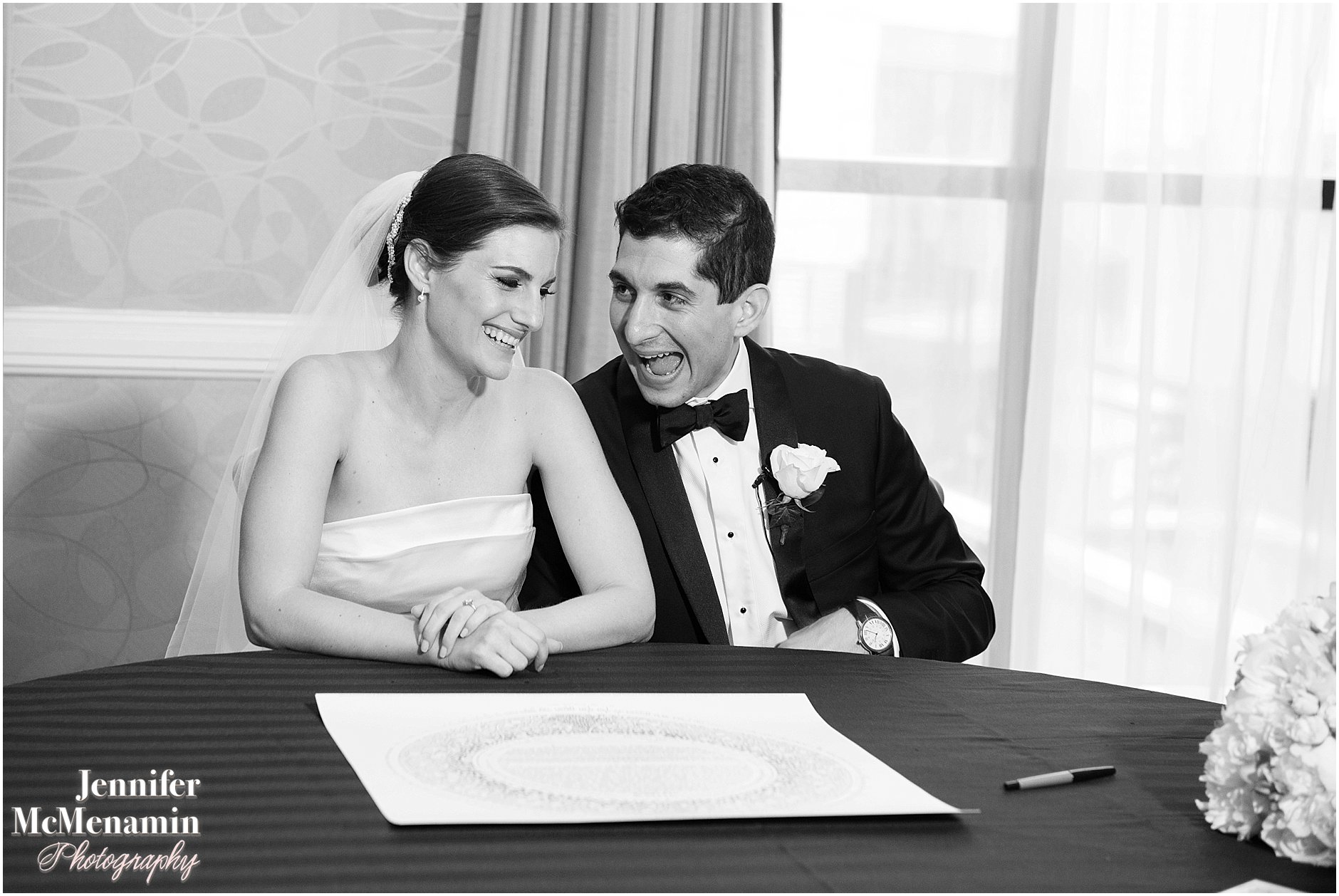 038-Jennifer-McMenamin-Photography-Baltimore-Waterfront-Marriott-wedding_0037