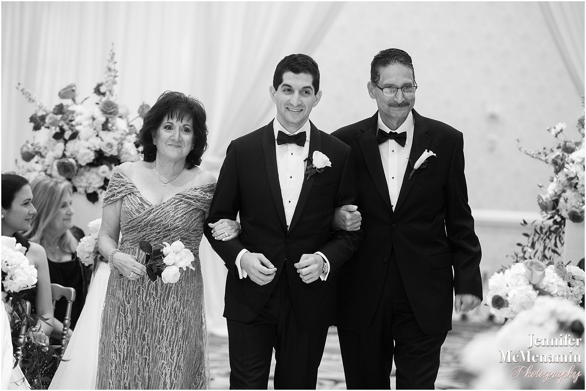 045-Jennifer-McMenamin-Photography-Baltimore-Waterfront-Marriott-wedding_0044