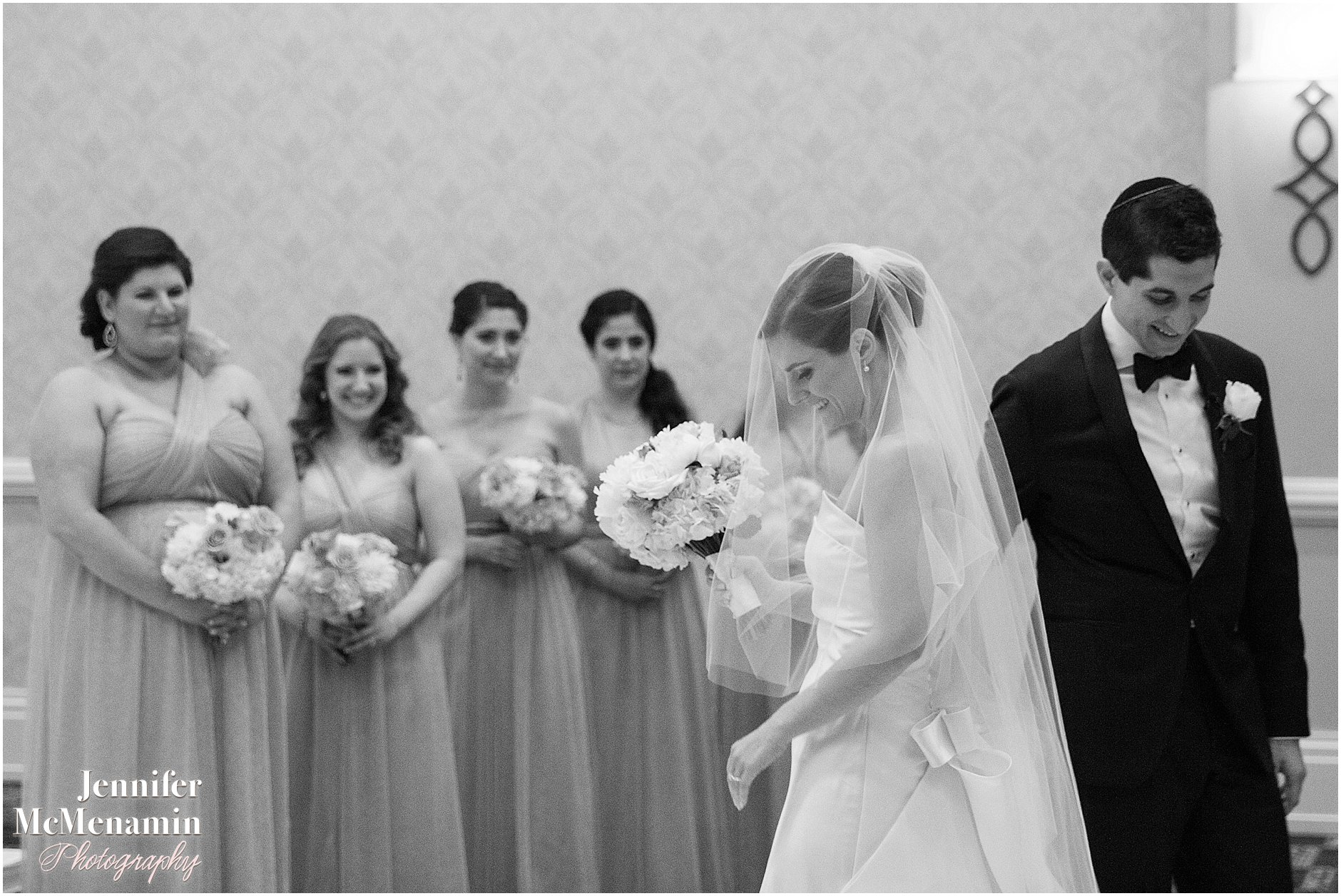 049-Jennifer-McMenamin-Photography-Baltimore-Waterfront-Marriott-wedding_0048