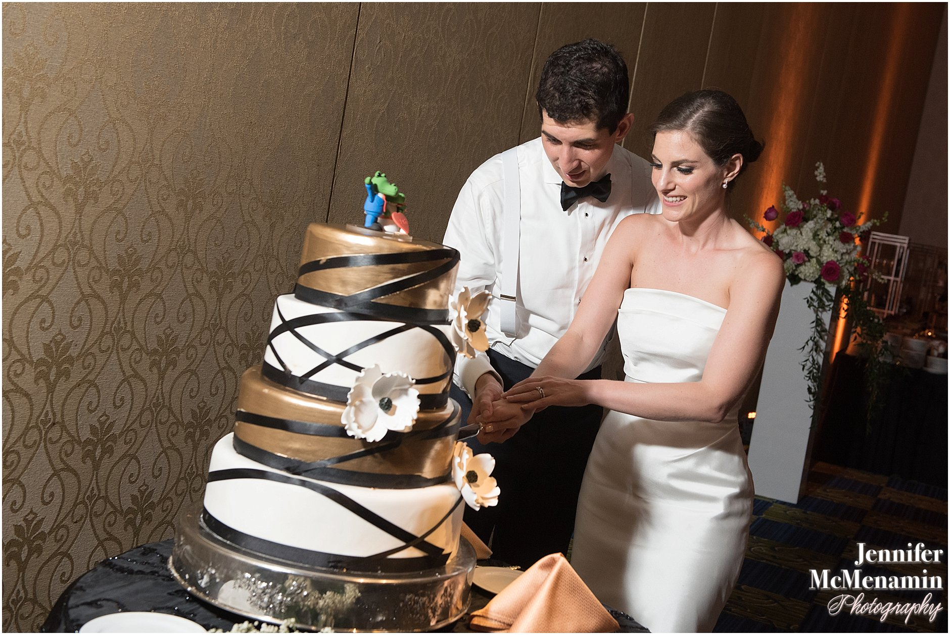088-Jennifer-McMenamin-Photography-Baltimore-Waterfront-Marriott-wedding_0086